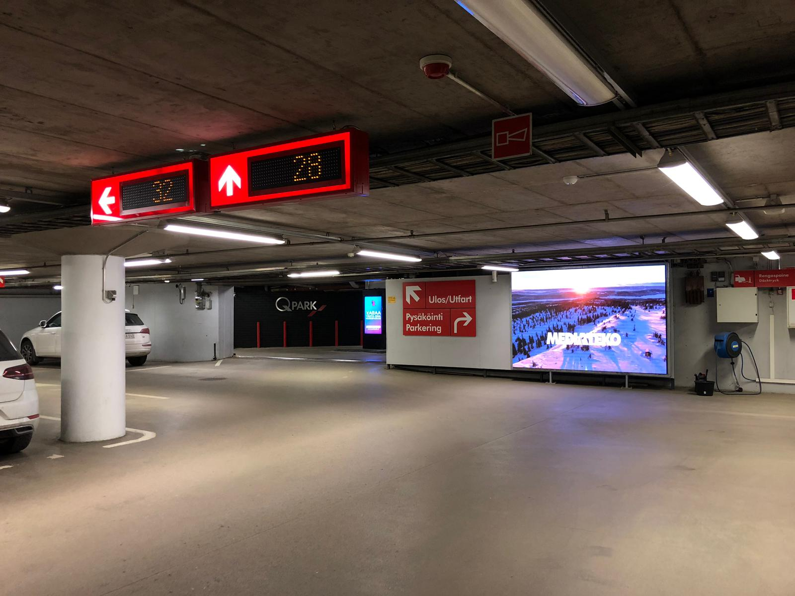 City Digital | Q-Park Stockmann Turku | 1 kpl LED-Suurtaulu ja 4 kpl DS Pylon 1